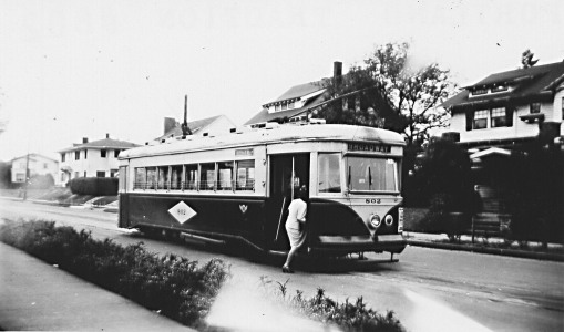 Broadway Streetcar, looking south from NE 29th and Mason, about 1948. Courtesy of Bill Hayes